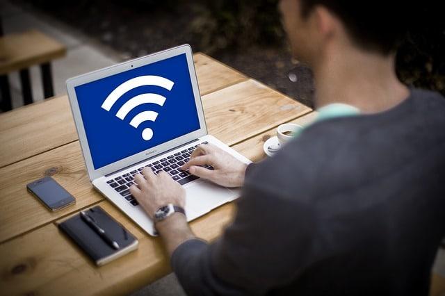 パソコンとWiFiレンタル